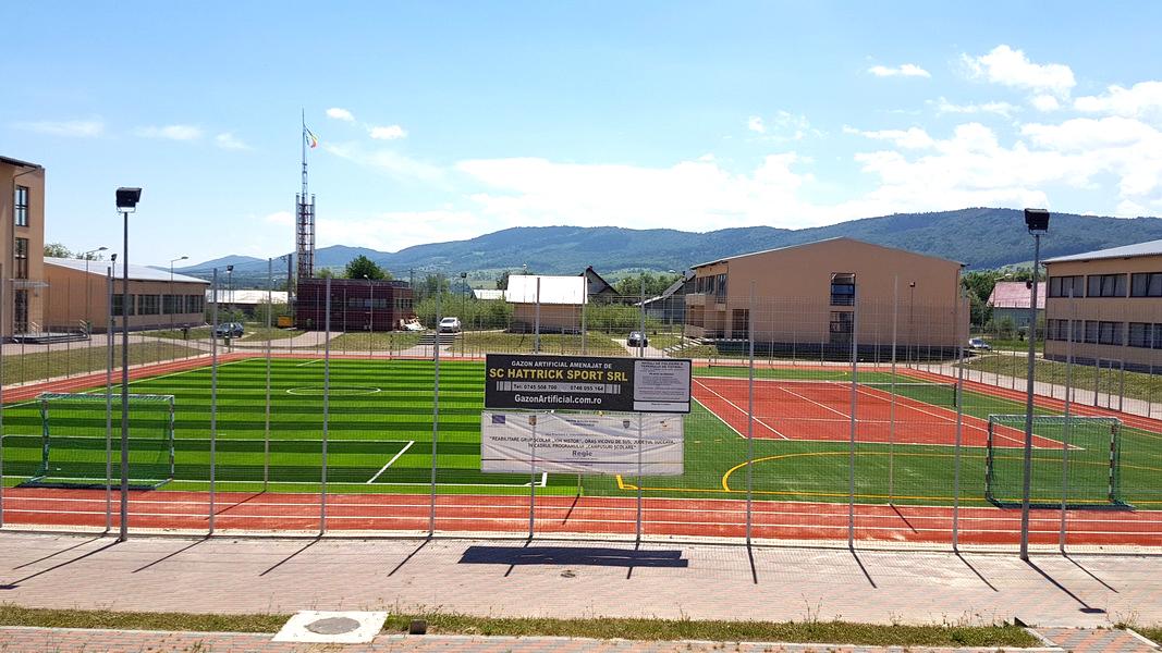 terenuri de sport cu gazon artificial sintetic verde