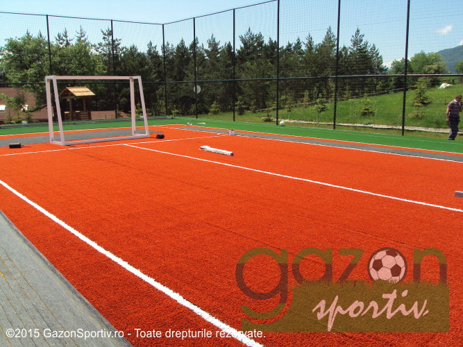 Gazon sportiv potrivit la terenuri de fotbal pentru jucători amatori şi profesionişti